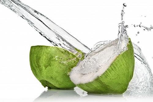 Kokosova voda i kava